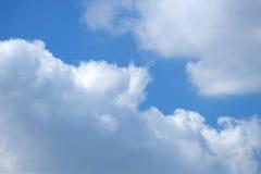 Cielo azul cubierto con las nubes Conveniente para los fondos Foto de archivo libre de regalías