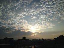 Cielo azul de cielo de la subida del sol de la mañana Fotografía de archivo libre de regalías