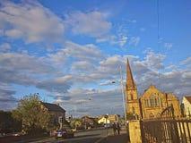 Cielo azul de la iglesia Fotos de archivo libres de regalías