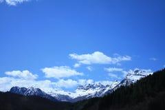 Cielo azul de la montaña Nevado Imagen de archivo