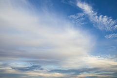 Cielo azul de la puesta del sol Foto de archivo