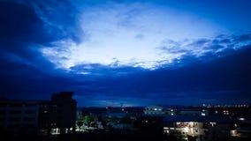 Cielo azul de la tarde Foto de archivo libre de regalías