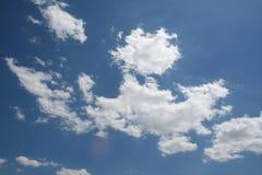 Cielo azul de las nubes Fotografía de archivo