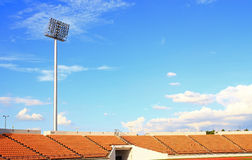 Cielo azul del estadio vacío Fotografía de archivo libre de regalías