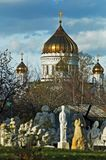 Cielo azul del fondo del salvador de Cristo de la catedral de Moscú Imagenes de archivo