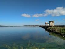 Cielo azul del lago Imágenes de archivo libres de regalías
