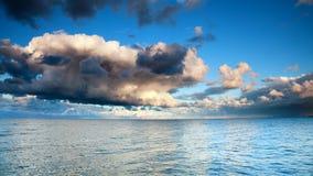 Cielo azul del mar, tormenta, tempestad Fotos de archivo libres de regalías
