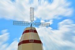 Cielo azul del molino de viento Foto de archivo libre de regalías