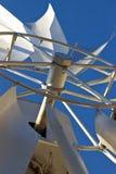 Cielo azul del primer del molino de viento   Fotografía de archivo