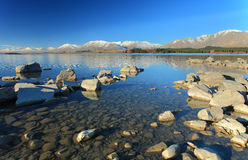 Cielo azul en el lago Tekapo Imagen de archivo
