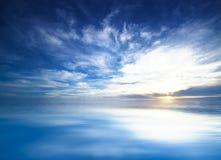Cielo azul en el mar abierto Foto de archivo libre de regalías