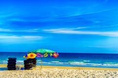 Cielo azul en la playa del pheung del espolón de los mae Imagen de archivo libre de regalías