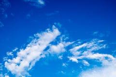 Cielo azul en verano Imagenes de archivo