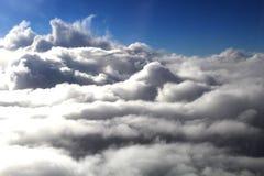 Cielo azul hermoso con el fondo de las nubes Se nubla el cielo azul Cielo con el azul de la nube de la naturaleza del tiempo de l Imágenes de archivo libres de regalías