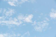 Cielo azul hermoso con la nube Foto de archivo libre de regalías