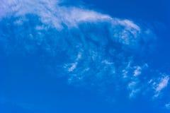 Cielo azul hermoso con las nubes Fotografía de archivo libre de regalías