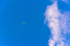 Cielo azul hermoso con las nubes Fotos de archivo libres de regalías