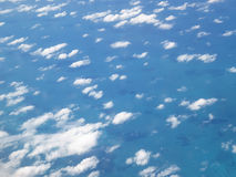 Cielo azul hermoso de ascendente arriba Imagenes de archivo