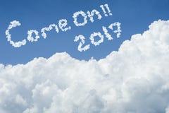 Cielo azul hermoso y nube blanca Día asoleado Cloudscape cielo azul ubeautiful cercano y nube blanca Día asoleado Cloudscape Fotografía de archivo libre de regalías