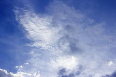 Cielo azul nublado, forma de la imaginación de la nube Imagen de archivo