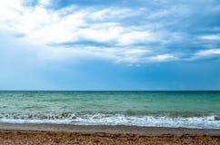 Cielo azul nublado y el mar Fotografía de archivo