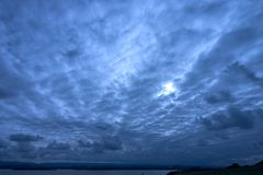 Cielo azul profundo Imagen de archivo libre de regalías