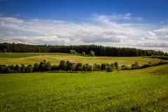 Cielo azul Quebec Canadá del paisaje del campo del heno Imagenes de archivo