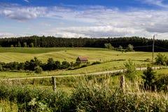 Cielo azul Quebec Canadá del paisaje del campo del heno Imágenes de archivo libres de regalías