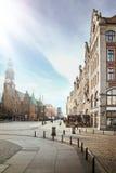 Cielo azul sobre ciudad bonita Imágenes de archivo libres de regalías