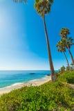 Cielo azul sobre Laguna Beach Fotos de archivo