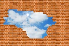Cielo azul a través de la pared de ladrillo ilustración del vector