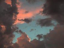 Cielo azul a través de las nubes Foto de archivo libre de regalías