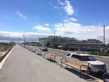 Cielo azul y edificios Cape May NJ imagenes de archivo