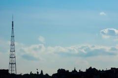 Cielo azul y FM-torre Fotos de archivo libres de regalías