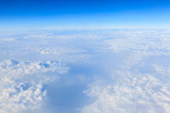 Cielo azul y fondo blanco de la nube Fotos de archivo libres de regalías
