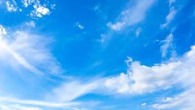 Cielo azul y fondo y textura hermosos de la nube Uso para el cielo Foto de archivo libre de regalías