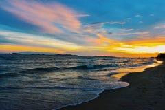 Cielo azul y mar azul fotos de archivo