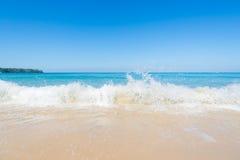 Cielo azul y mar Imagenes de archivo