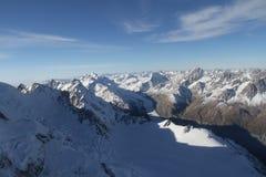 Cielo azul y montaña de la nieve, Frans Josef Glacier, Nueva Zelanda del sur Fotografía de archivo