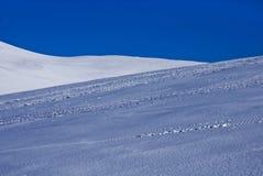 Cielo azul y nieve Fotos de archivo libres de regalías