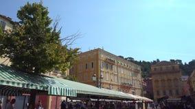 Cielo azul y Niza mercado en Francia almacen de metraje de vídeo