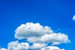 Cielo azul y nube Fotos de archivo