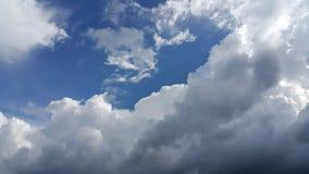 Cielo azul y nube Imágenes de archivo libres de regalías