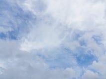 Cielo azul y nube blanca Fotografía de archivo