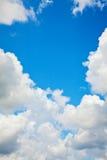 Cielo azul y nubes Fotos de archivo libres de regalías