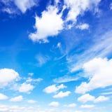 Cielo azul y nubes Fotos de archivo