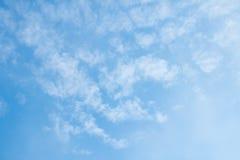 Cielo azul y nubes Imagenes de archivo