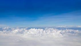 Cielo azul y nubes de la belleza en naturaleza Foto de archivo libre de regalías