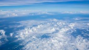 Cielo azul y nubes de la belleza en naturaleza Imágenes de archivo libres de regalías