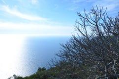 Cielo azul y océano azul Imagen de archivo